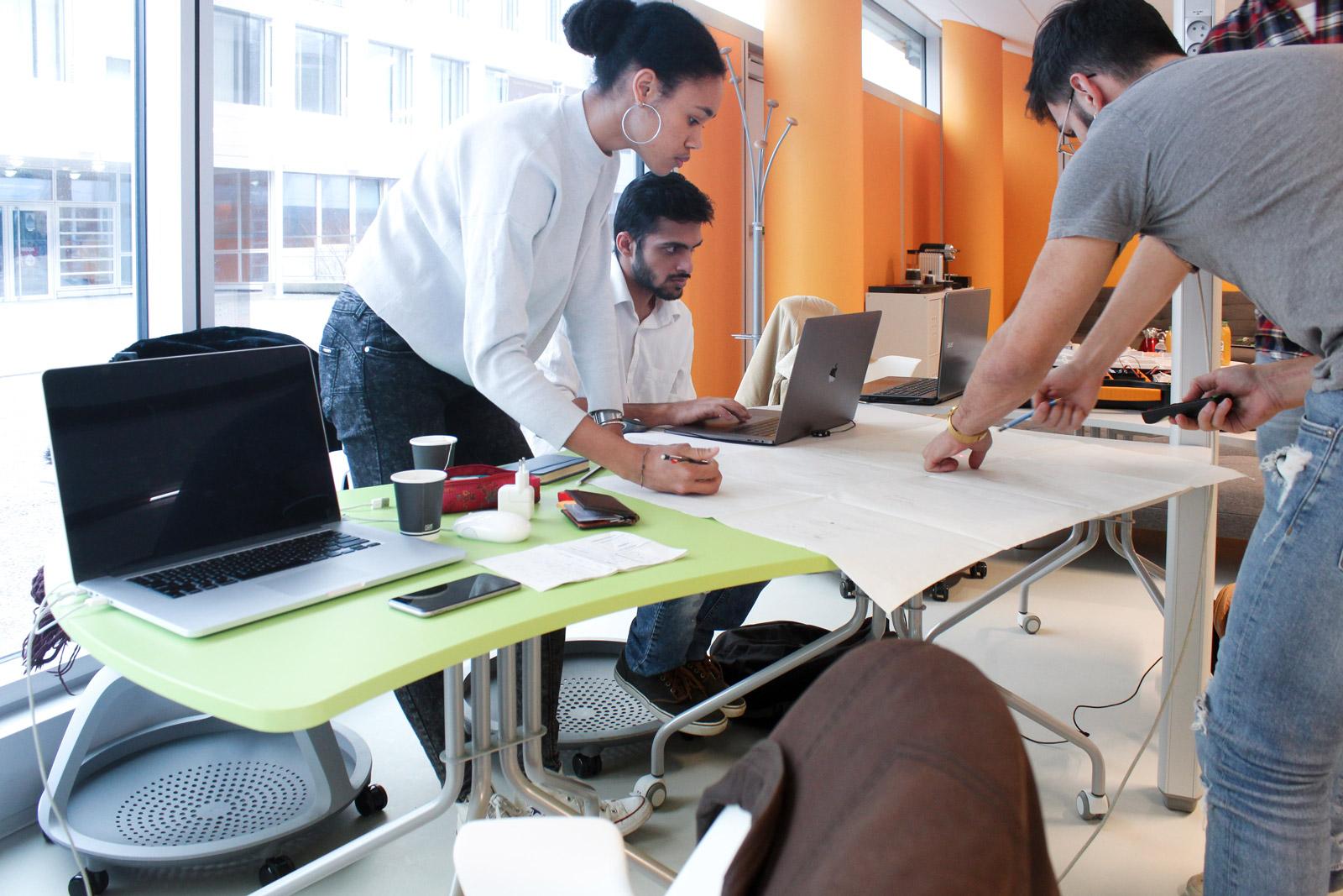 Séance de travail au centre de design de l'université Paris-Saclay