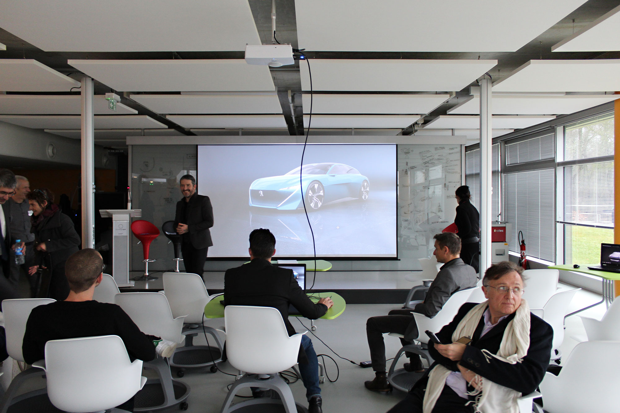Présentation du concept car Peugot Instinct, décembre 2017